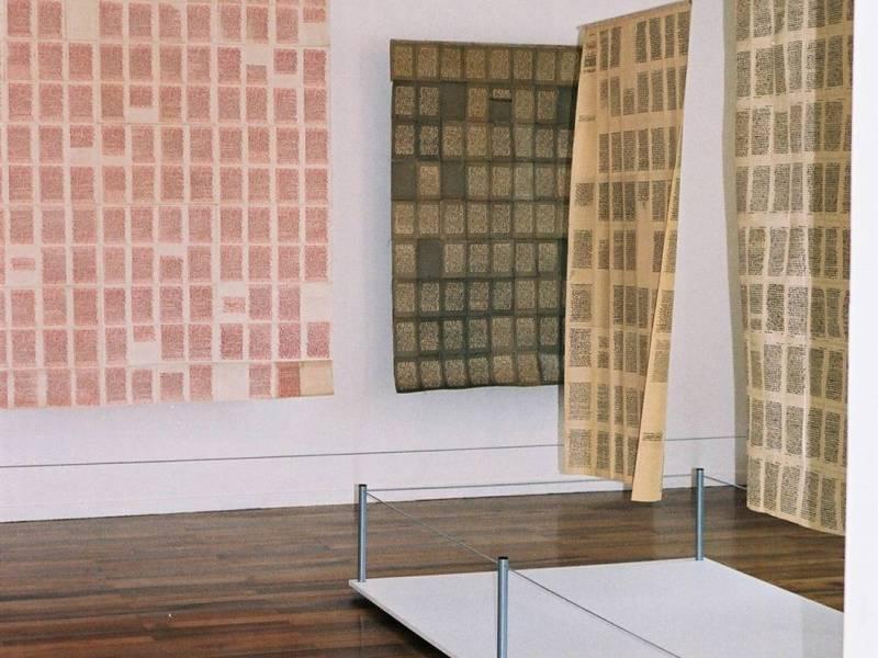 «Les peaux de papier», autre vue générale. Musée Géo-Charles, Echirolles, 2008