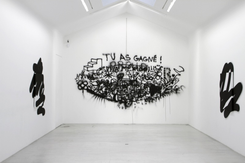 """IVAN ARGOTE """"Cercle"""" 2011  Chain, spray / Chaîne, spray  Variable size / Dimensions variables  unique (Courtesy / Galerie Perrotin)"""