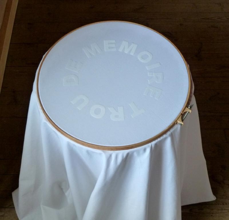 Trou de mémoire, diamètre 55 cm x 90 cm hauteur, 2011