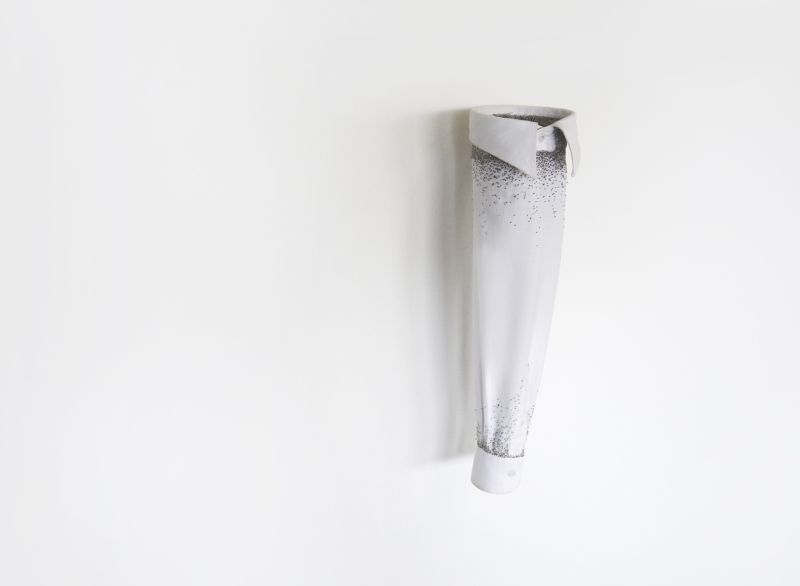 Réminiscence  Chemise blanche, épingles de couture.  60*15 cm.  2013