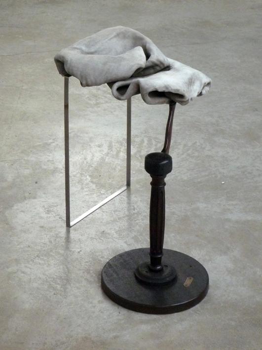 Le comble du paratonnerre Matériaux mixtes Galerie Les Filles du Calvaire, Paris 2013