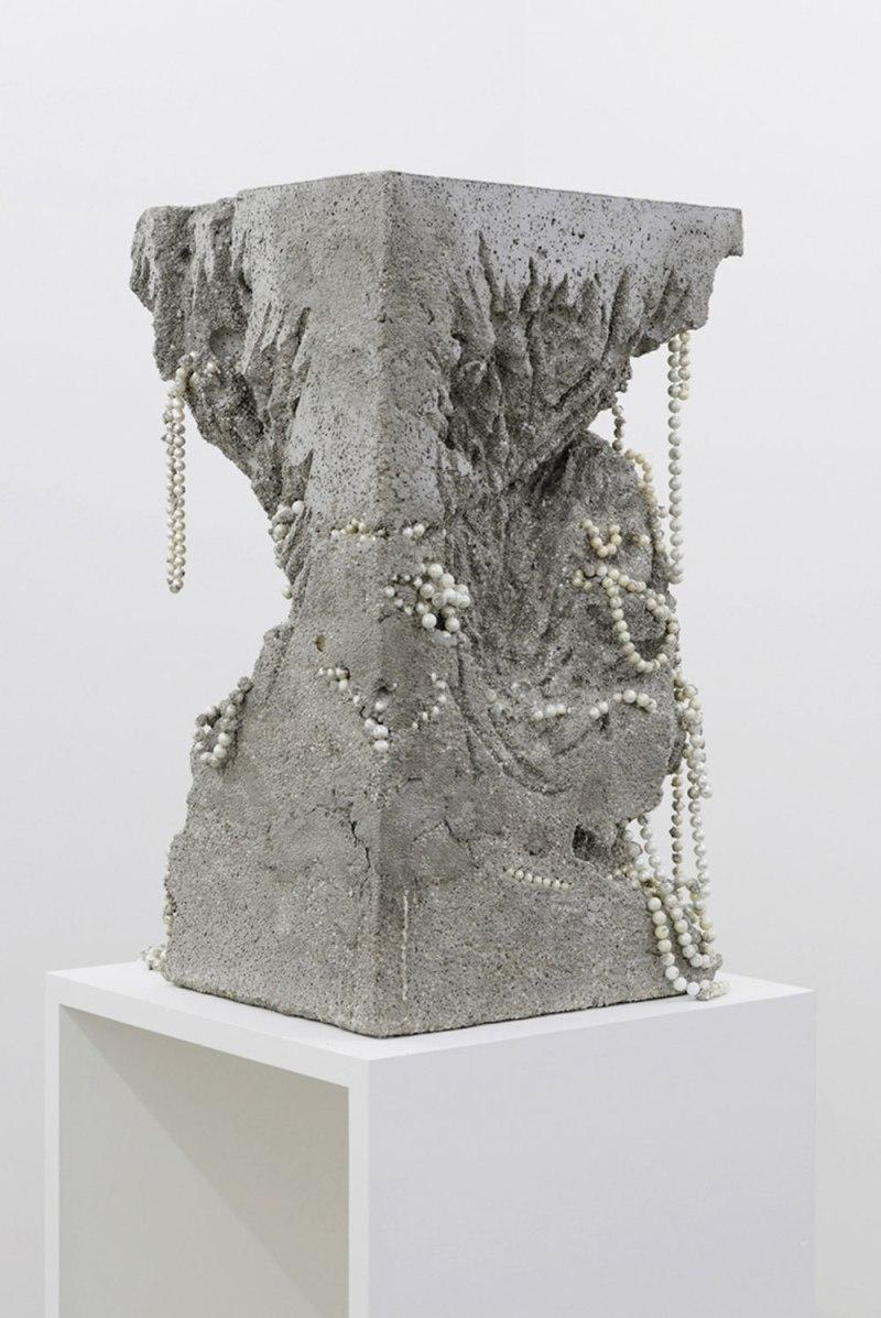 Sans titre (excavé) Ciment, polystyrène, perles Ecce terra, et cetera Galerie Alain Gutharc, Paris 2014