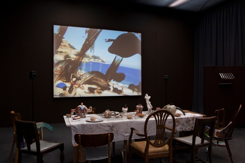 Laure Prouvost, Wantee, 2013, vue de l'installation à la Tate Britain, Londres, 2013, techniques mixtes, vidéo (14'), Courtesy de Mot International (Londres, Bruxelles).