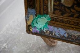 lempreinte-de-la-kha-dog-detail-soie-tube-de-cuivre-technique-mixte-sur-bois-et-sur-papier-et-objets-trouves-dimensions-variables-2016