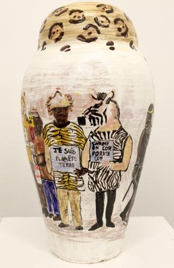 Suzanne Husky, Faïence ACAB, Manif. désobéissance civile, 2016, céramique, 20 x 20 x 40 cm